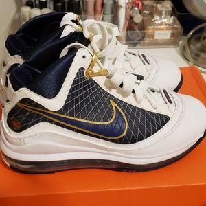 Nike Air Max Lebron 7 SZ 4.5